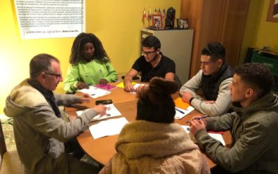 Jóvenes de Nou Horitzó Benicarló reciben formación en economía doméstica