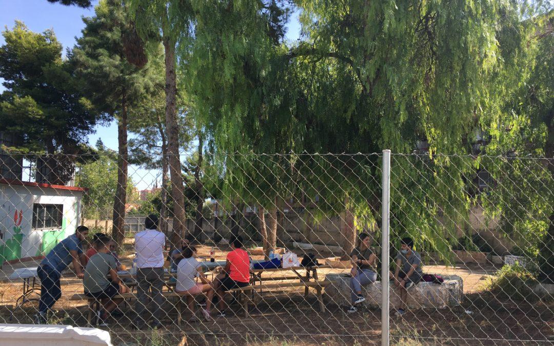 Los residentes y voluntarios de Nou Horitzó Paterna I y II celebran el Día de la Comunidad Valenciana con una comida de fraternidad.